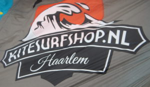 Logo of the kitesurfshop.nl on the Harlem